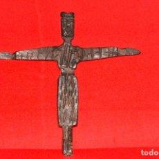 Antigüedades: CRISTO ESTILO ROMANICO DE HIERRO FORJADO - CIRCA 1900 (VIDAL DINE). Lote 205326665
