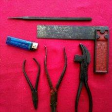 Antigüedades: HERRAMIENTAS ANTIGUAS DE ZAPATERO O TAPICERO. Lote 205357026