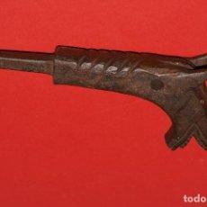 Antigüedades: CABEZA DE ANIMAL EN HIERRO FORJADO - CIRCA 1800. Lote 205361503