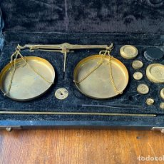 Antigüedades: PESO BALANZA PARA PESAR MONEDAS PONDERALES EN CAJA. Lote 205366528