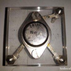 Antigüedades: TRANSISTOR BIPOLAR NPN 2N3055 CARCASA METAL MARCA RCA SOLDADO 3 BORNAS METACRILATO LABORATORIO MONTA. Lote 205378862