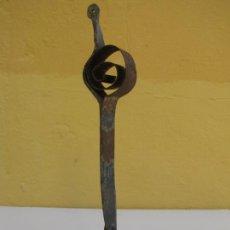 Antigüedades: CAMPANA DE MUELLE DE FLEJE. FORJA Y BRONCE. Lote 205382033