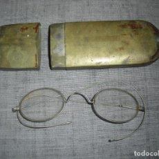 Antigüedades: LENTES GAFAS ANTIGUOS CAJA DE LATON. Lote 205522581