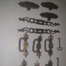 Antigüedades: TIRADORES CON CERRADURA Y 2 LLAVES. Lote 205554328