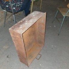 Antigüedades: GRAN CAJÓN DE CHAPA DE FÁBRICA ANTIGUA. Lote 205580125