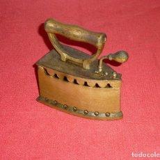 Antigüedades: ANTIGUA PLANCHA DE CARBON.. Lote 205606048