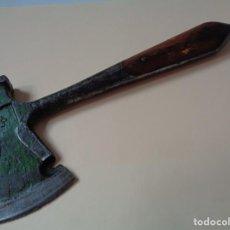 Antigüedades: HACHA MULTIUSOS, CAMPING, ANTIGUA ALEMAN. Lote 205652757