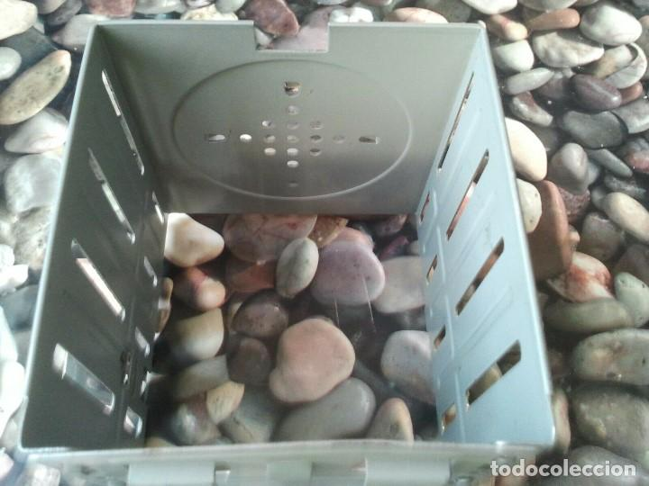 Antigüedades: Antigua caja soporte interior para disqueteras de 3 1/2. Excelente estado - Foto 3 - 205670422