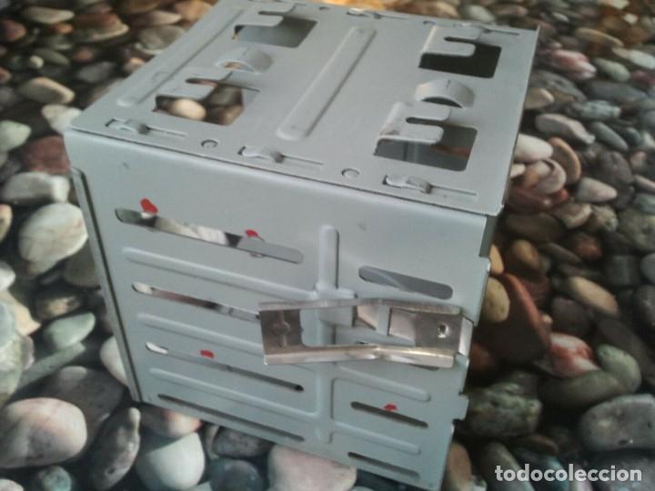 Antigüedades: Antigua caja soporte interior para disqueteras de 3 1/2. Excelente estado - Foto 4 - 205670422