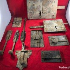 Antigüedades: GRAN LOTE DE CERRADURAS ANTIGUAS Y PESTILLOS. Lote 205760761