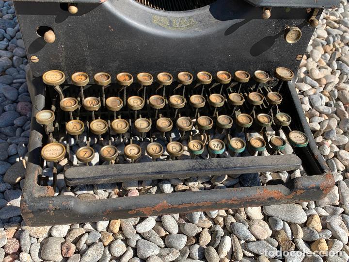 Antigüedades: Encantadora maquina de escribir antigua, marca ROYAL - Foto 2 - 205765687