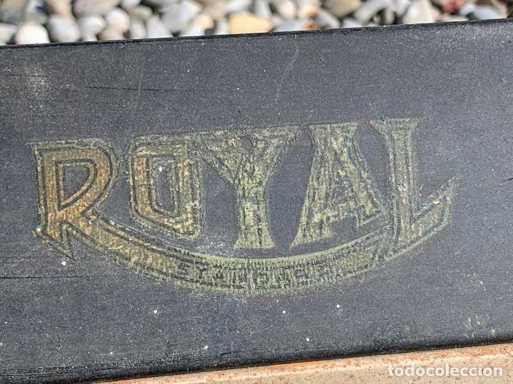 Antigüedades: Encantadora maquina de escribir antigua, marca ROYAL - Foto 3 - 205765687