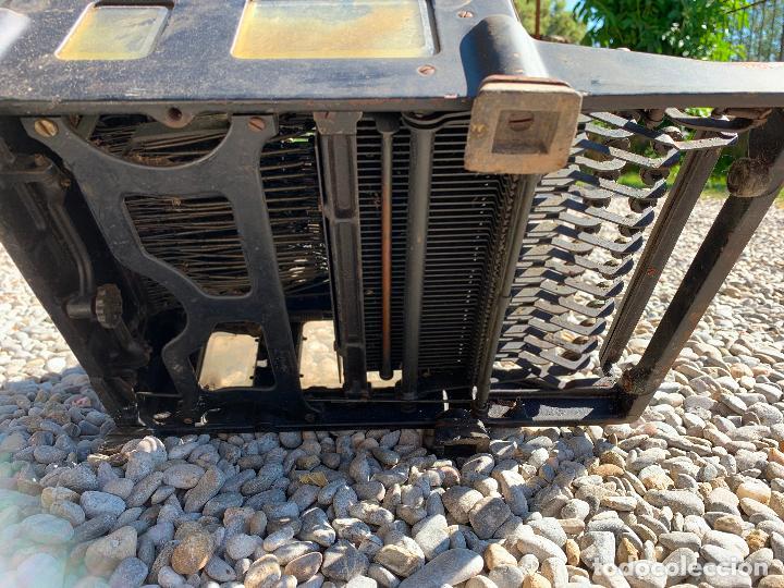 Antigüedades: Encantadora maquina de escribir antigua, marca ROYAL - Foto 5 - 205765687