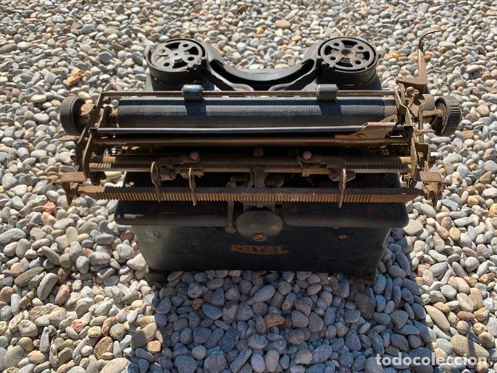 Antigüedades: Encantadora maquina de escribir antigua, marca ROYAL - Foto 6 - 205765687