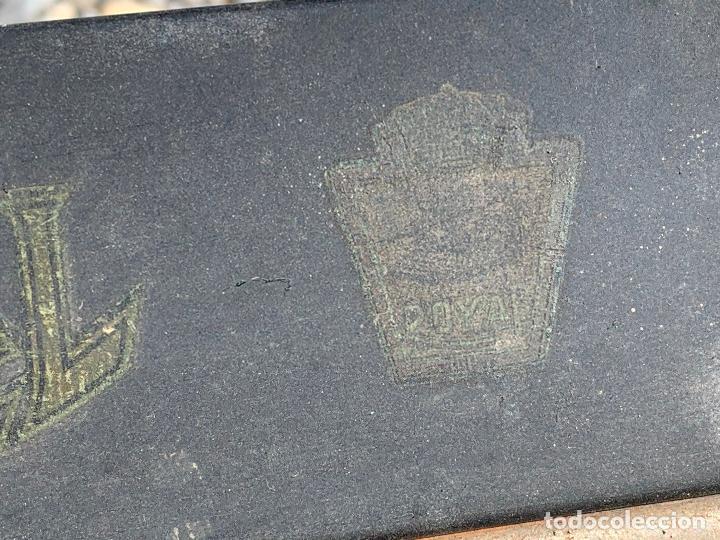 Antigüedades: Encantadora maquina de escribir antigua, marca ROYAL - Foto 13 - 205765687