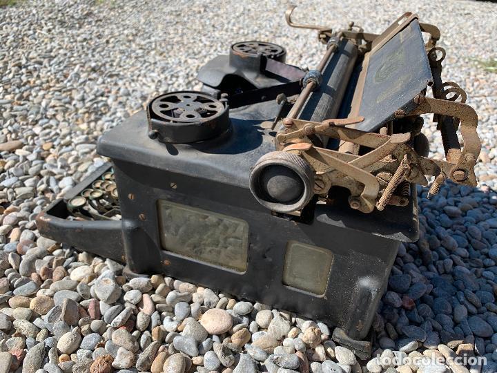 Antigüedades: Encantadora maquina de escribir antigua, marca ROYAL - Foto 15 - 205765687