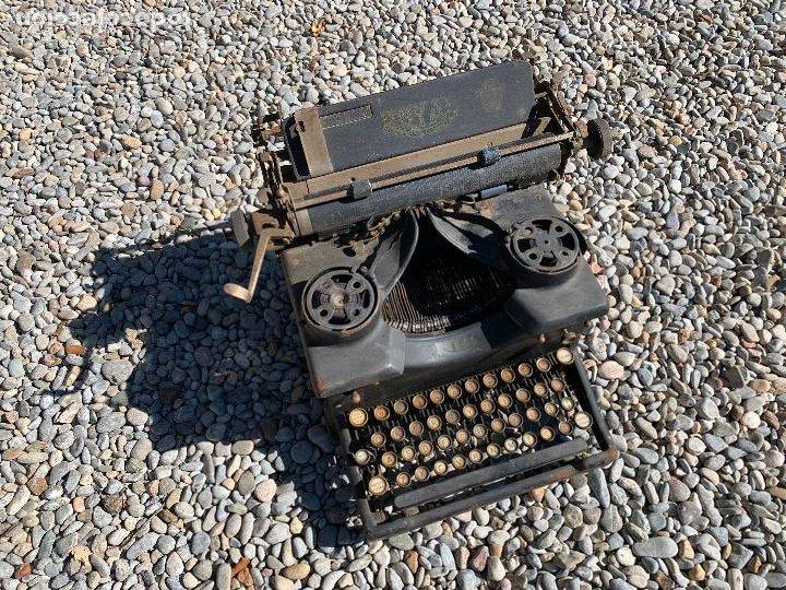 Antigüedades: Encantadora maquina de escribir antigua, marca ROYAL - Foto 18 - 205765687