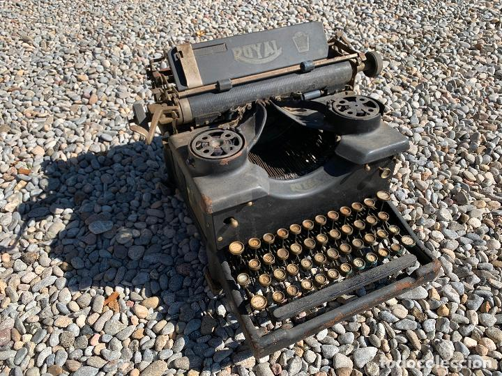 ENCANTADORA MAQUINA DE ESCRIBIR ANTIGUA, MARCA ROYAL (Antigüedades - Técnicas - Máquinas de Escribir Antiguas - Royal)