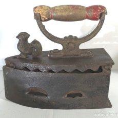 Antigüedades: ANTIGUA PLANCHA DE CARBON EN HIERRO FUNDIDO. Lote 205792966