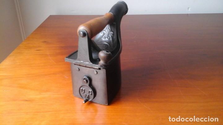 Antigüedades: Preciosa placha mondragon pequeña con chimenea frontal - Foto 3 - 205803050