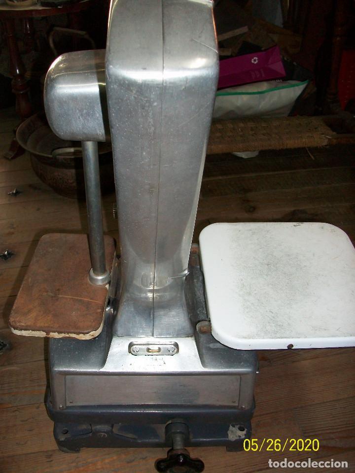 Antigüedades: BASCULA DE COMERCIO LUTRANA-MODELO R75- AÑOS 1960 - Foto 7 - 205804728