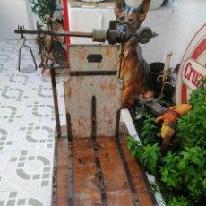 Antigüedades: BALANZA BASCULA 150 KG HIJOS DE Q MERINO MADRIGUERAS ALBACETE. Lote 206162321