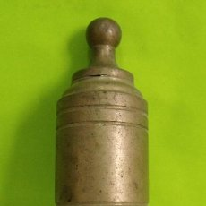 Antigüedades: PLOMADA NIVEL BRONCE - ALBAÑIL - OBRA. Lote 206170961