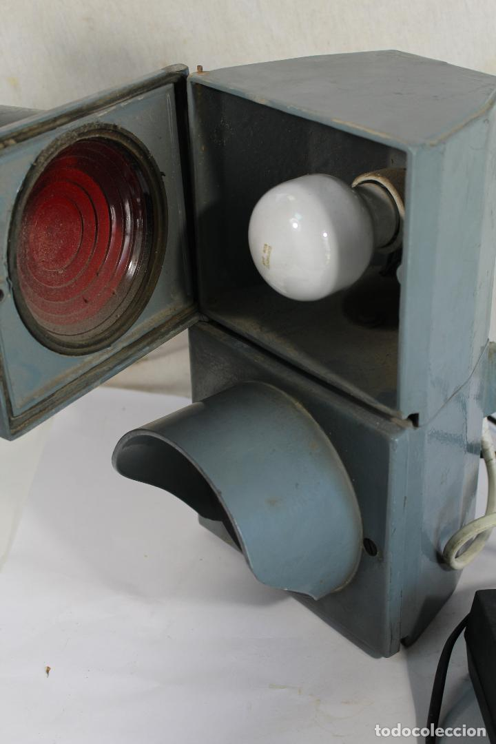 Antigüedades: Semáforo ERREKA grande, dos colores rojo/verde. - Foto 3 - 206193110