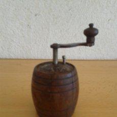 Antigüedades: MOLINILLO ESPECIAS ANTIGUO MADERA MARCA ATV. Lote 206291986