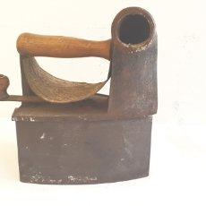 Antigüedades: PLANCHA ANTIGUA DE HIERRO DE CARBON .MONDRAGON. U.G. Lote 206340527