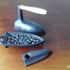 Antigüedades: PLANCHA PEQUEÑA CON BASE Y PIEDRA INTERIOR.. Lote 206355033