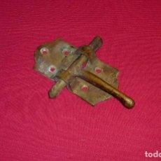 Antigüedades: ANTIGUO PESTILLO DE BRONCE MACIZO Y BUEN GROSOR.. Lote 206407173
