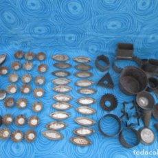 Antigüedades: GRAN LOTE ANTIGUOS UTENSILIOS Y MOLDES PASTELERIA. Lote 206463983