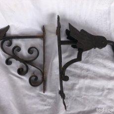 Antigüedades: LOTE DE 2 COLGADORES DE PARED EN HIERRO FORJADO. Lote 206496392