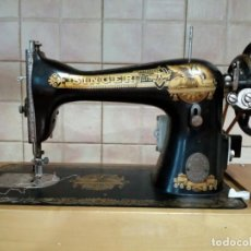 Antigüedades: ANTIGUA MAQUINA DE COCER SINGER ELECTRICA CON MALETIN.. Lote 206554512