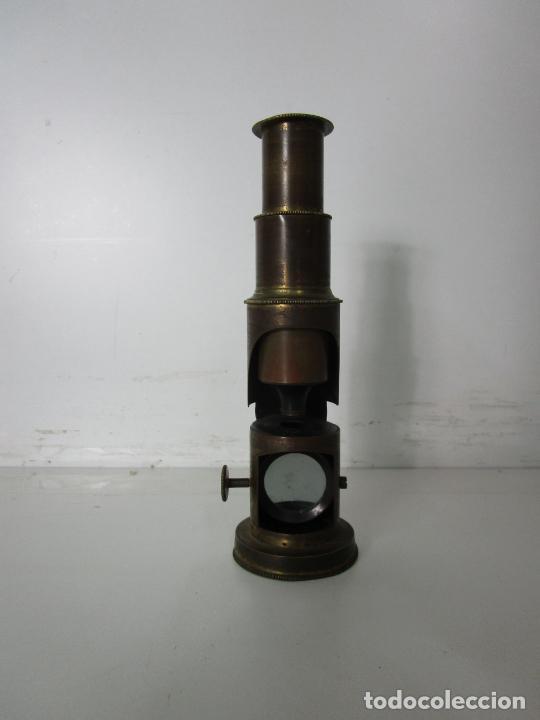 MICROSCOPIO DE CAMPO - LATÓN - DESMONTABLE, ROSCAS PERFECTAS - CIRCA 1890-1920 (Antigüedades - Técnicas - Instrumentos Ópticos - Microscopios Antiguos)