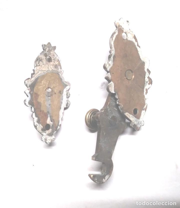 Antigüedades: Pestillo Cierre Tirador doble bronce S XIX. Med. 11 x 8 cm - Foto 3 - 206825046
