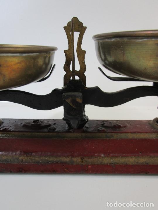 Antigüedades: Curiosa Balanza - Bascula de 3 Kg - Hierro y Platos de Latón - con Pesas - de Antigua Tienda. - Foto 6 - 206906120