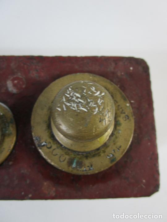 Antigüedades: Curiosa Balanza - Bascula de 3 Kg - Hierro y Platos de Latón - con Pesas - de Antigua Tienda. - Foto 19 - 206906120
