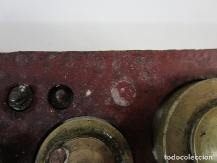 Antigüedades: Curiosa Balanza - Bascula de 3 Kg - Hierro y Platos de Latón - con Pesas - de Antigua Tienda. - Foto 20 - 206906120