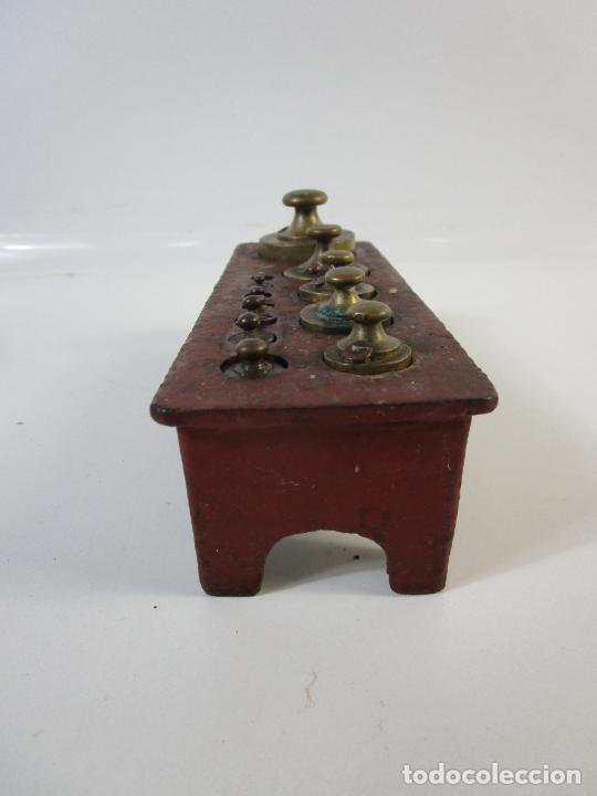 Antigüedades: Curiosa Balanza - Bascula de 3 Kg - Hierro y Platos de Latón - con Pesas - de Antigua Tienda. - Foto 21 - 206906120