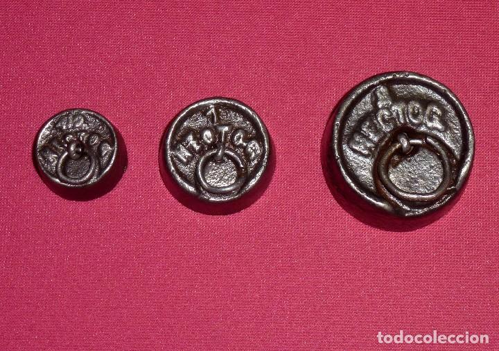 3 PESAS PONDERALES DE HIERRO DE 1/2 - 1 Y 2 HECTÓGRAMO. (Antigüedades - Técnicas - Medidas de Peso - Ponderales Antiguos)