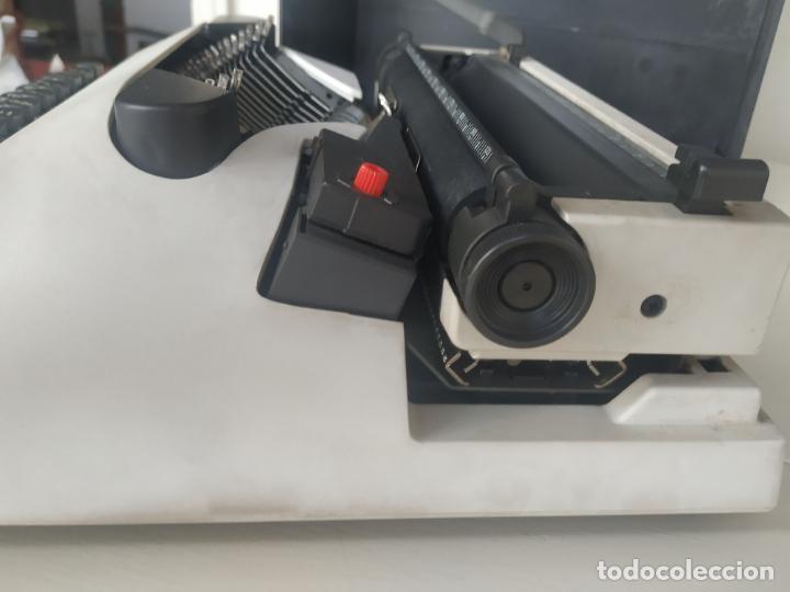 Antigüedades: Máquina de escribir Olivetti Lettera 10 + 2 cartuchos cinta. Maletín. Funcionando - Foto 3 - 206983320