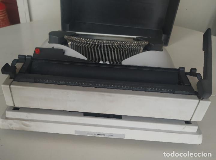 Antigüedades: Máquina de escribir Olivetti Lettera 10 + 2 cartuchos cinta. Maletín. Funcionando - Foto 4 - 206983320