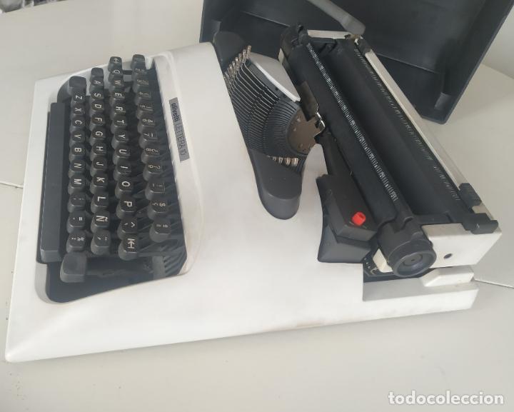 Antigüedades: Máquina de escribir Olivetti Lettera 10 + 2 cartuchos cinta. Maletín. Funcionando - Foto 7 - 206983320