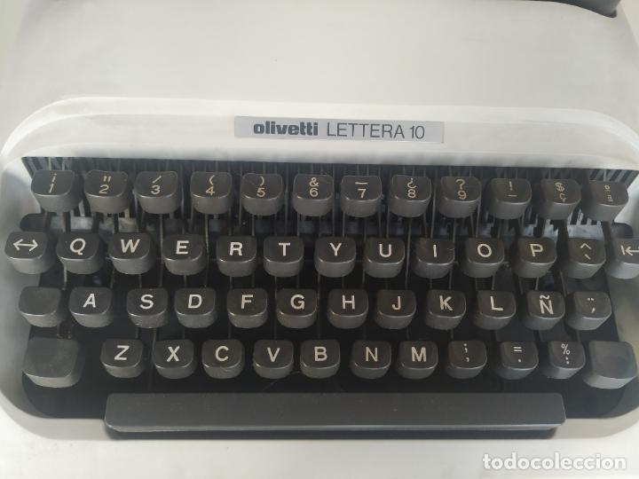 Antigüedades: Máquina de escribir Olivetti Lettera 10 + 2 cartuchos cinta. Maletín. Funcionando - Foto 8 - 206983320
