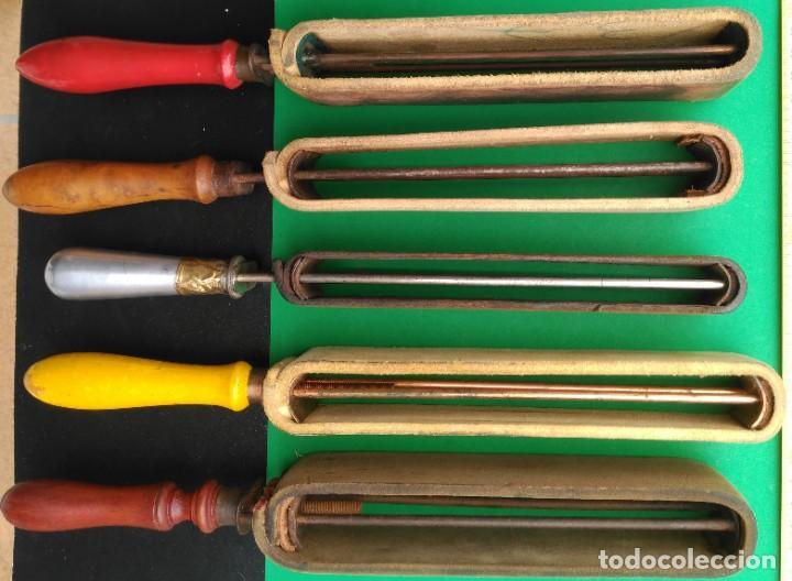 Antigüedades: SUAVIZADOR, ASENTADOR o AFILADOR de cuero para navajas de afeitar, barbero - Foto 3 - 173868580
