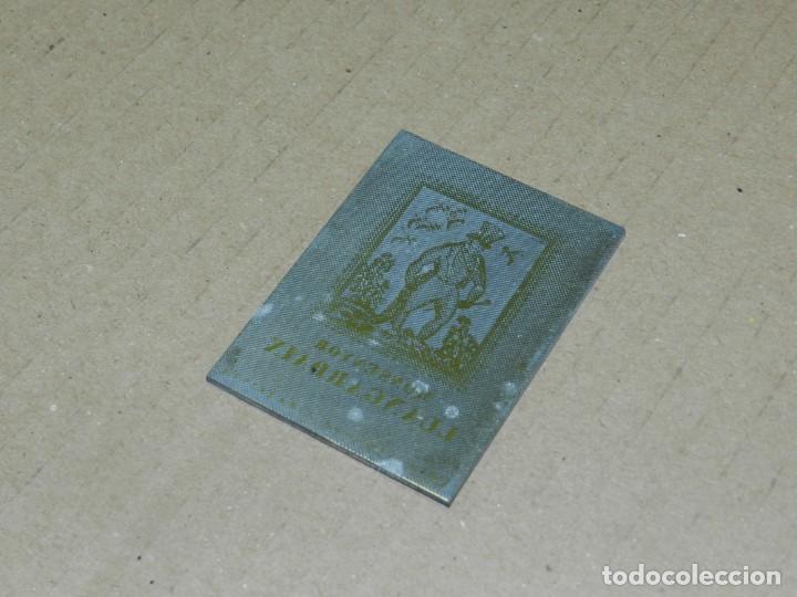 (M) PLANCHA DE ZINC - PORTADA DEL LIBRO MONTSENYOR LLANGADAIX PER LOLA ANGLADA (Antigüedades - Técnicas - Herramientas Profesionales - Imprenta)