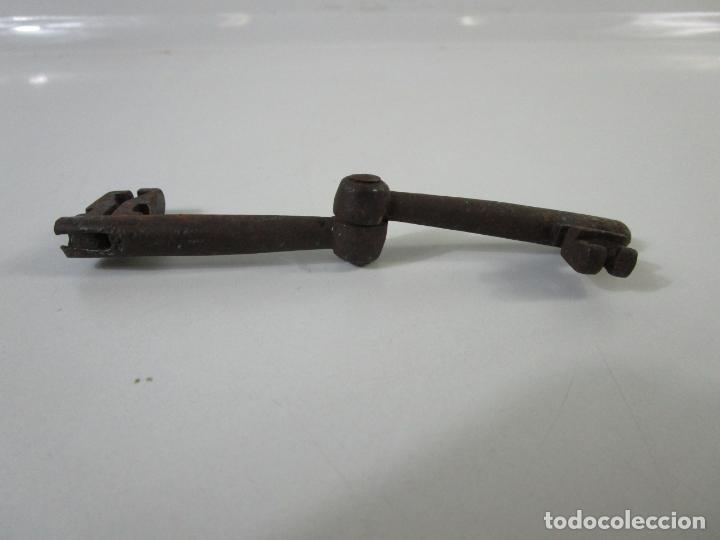Antigüedades: Antigua Doble Llave de Forja Plegable - Pieza Rara para Coleccionista - S. XVIII - Foto 7 - 207103510
