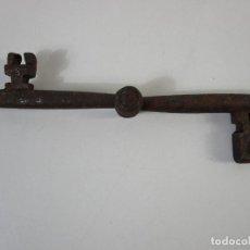 Antigüedades: ANTIGUA DOBLE LLAVE DE FORJA PLEGABLE - PIEZA RARA PARA COLECCIONISTA - S. XVIII. Lote 207103510